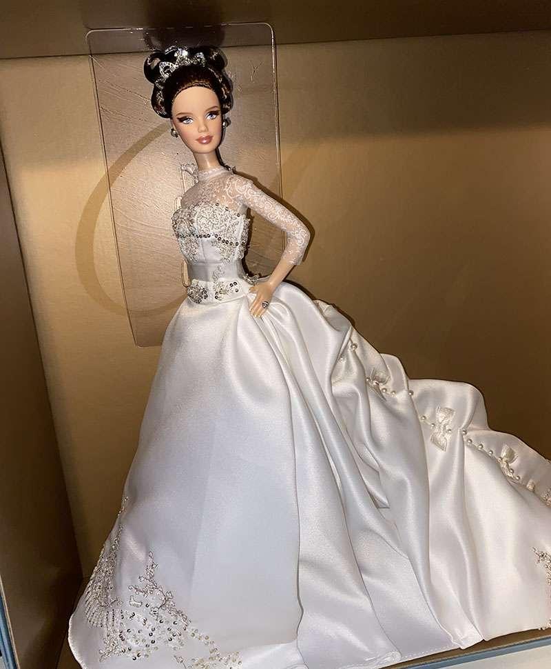 reem-acra-bride-detail-of-dress